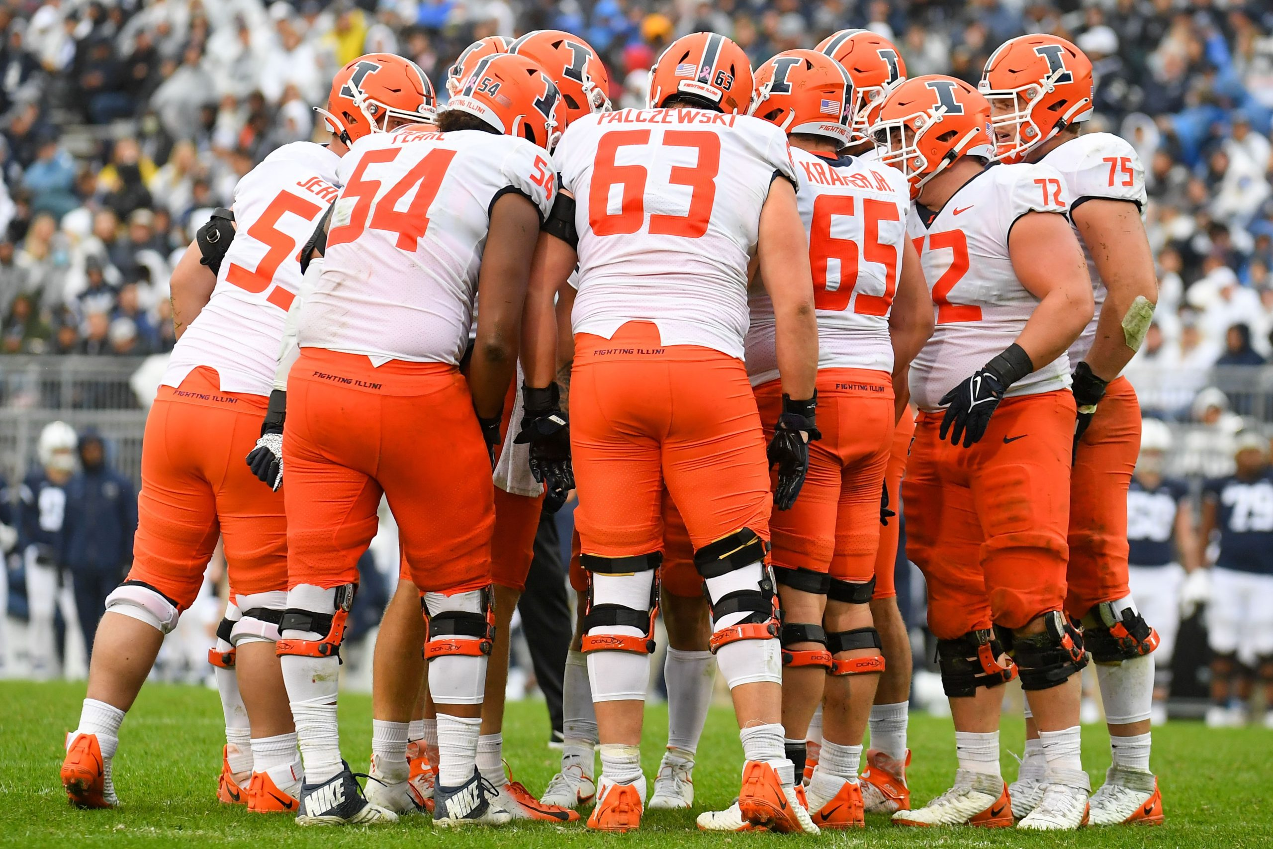 Illini Football Feature on 'Barge Package' of 9 OL